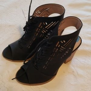 Nwt open toe, lace up in black